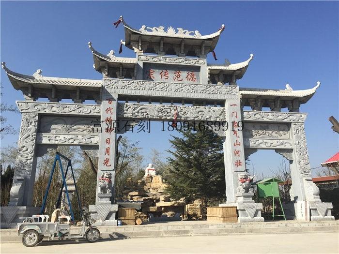 陕西特色的石牌坊建筑引人注目